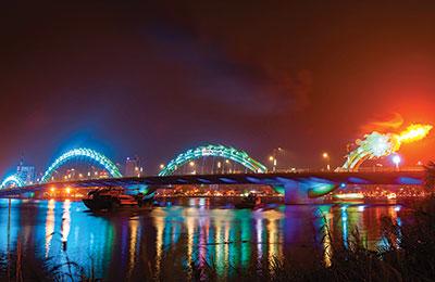 Le pont dragon crache du feu
