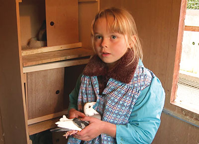 Arina, championne de l'élevage des pigeons voyageurs